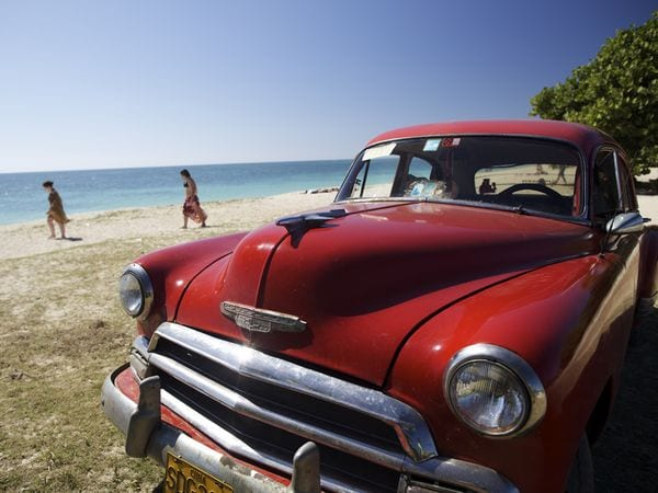 cuba-feature-old-car-beach_47087_600x450