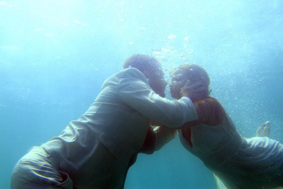 underwater-wedding-photos-12