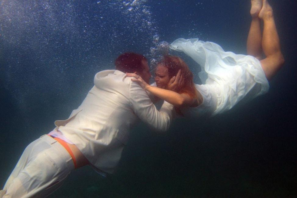 underwater-wedding-photos-9