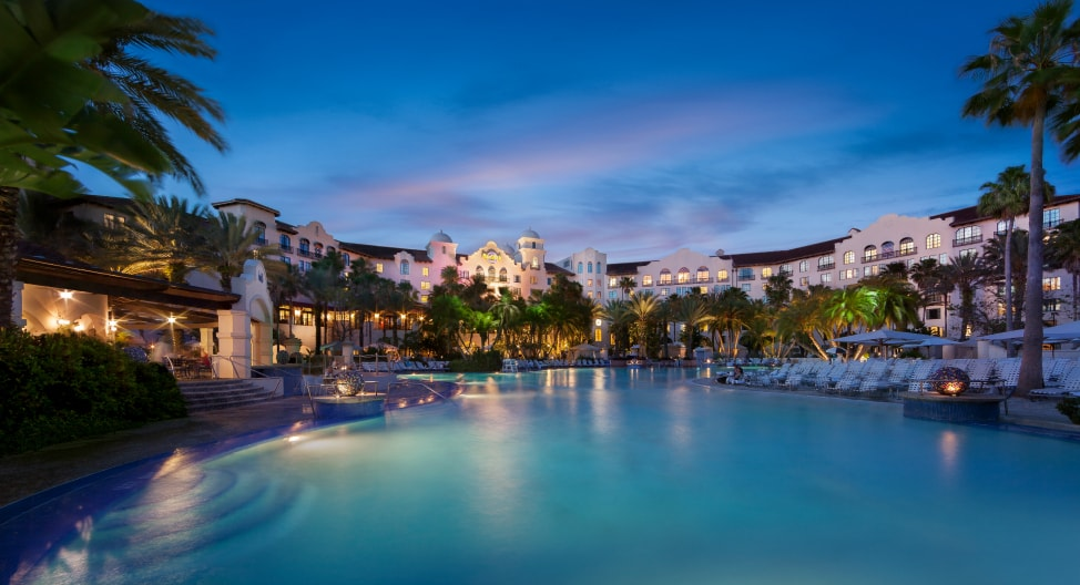 7-reasons-to-stay-onsite-at-universal-orlando-resort-Hard-Rock-Hotel