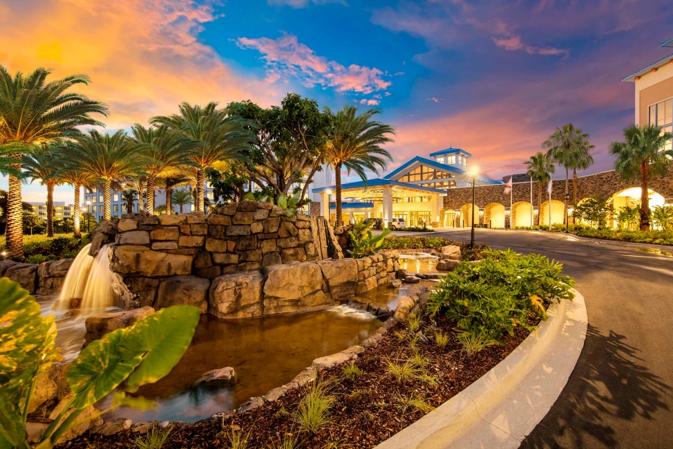 7-reasons-to-stay-onsite-at-universal-orlando-resort-Loews-Sapphire-Falls